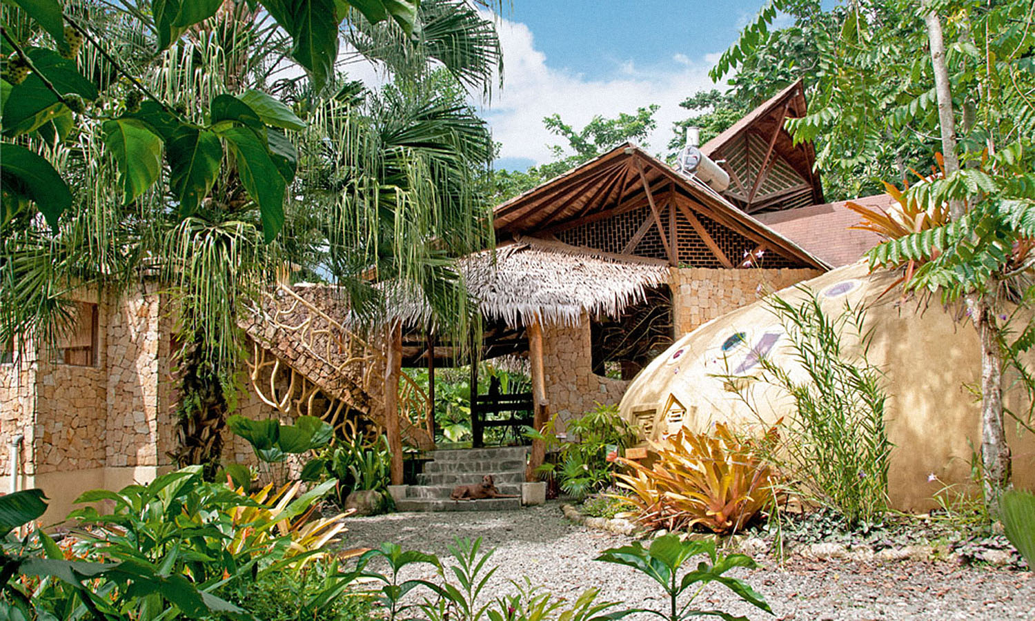 Tree house lodge get lost magazine for Costa rica tree house rental