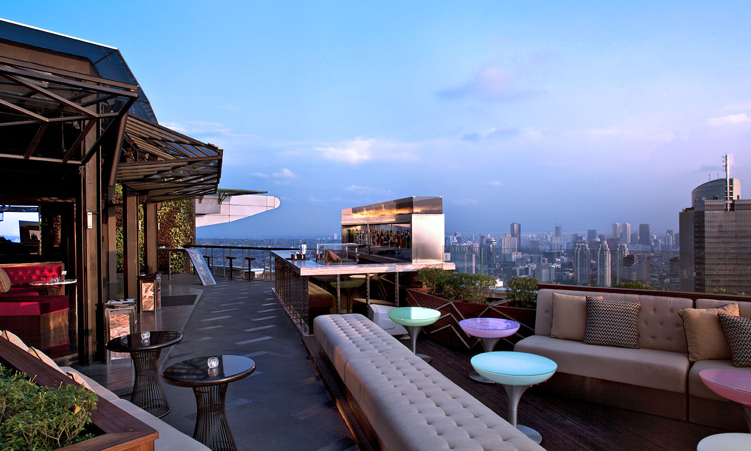 Sky High At Cloud Lounge Dining Get Lost Magazine